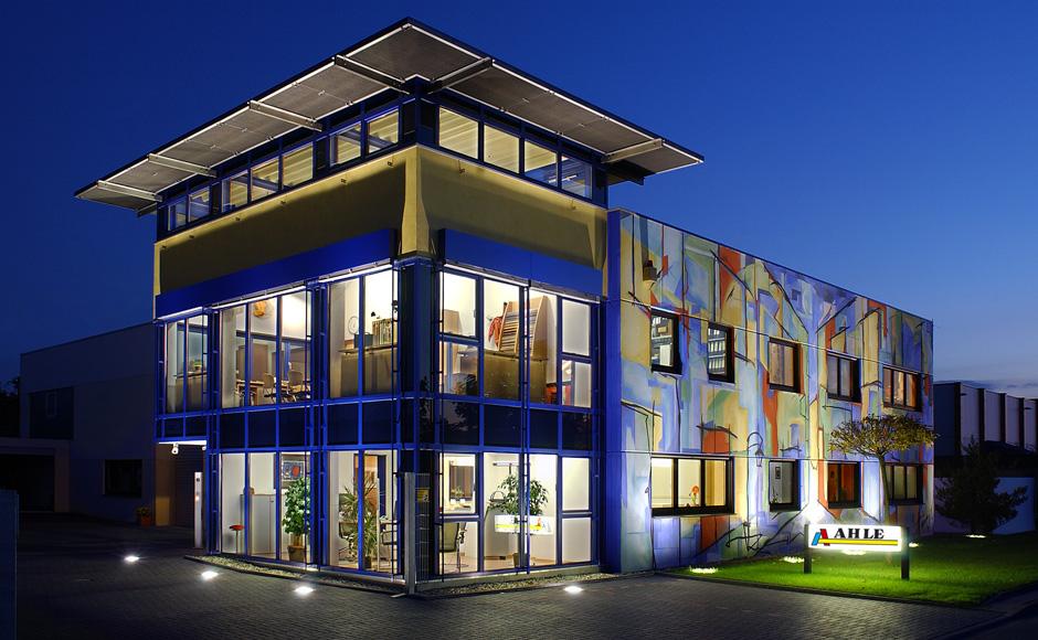 fassadenmalerei an einen betrieb und firmengeb ude gestaltung einer firmenfassade. Black Bedroom Furniture Sets. Home Design Ideas